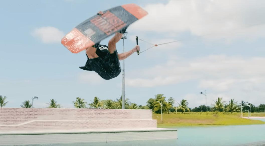 JB ONEILL – ONE BAT CON DAVE AV